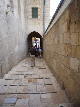 Escalier multimillénaire conduisant au tombeau des Patriarches
