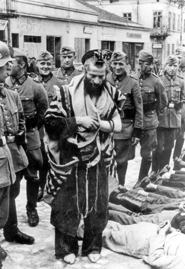 Rabbin Moshe Hagerman, ZAL, le Rabbi et dayan de Olkusz en Pologne. Il a été amené sur la place centrale de la ville pour y être exécuté. Avant d'être tué , il a demandé qu'on le laisse réciter le Kadish pour ses frères assassinés. Les soldats allemands ont ri en le laissant faire et l'ont tué.